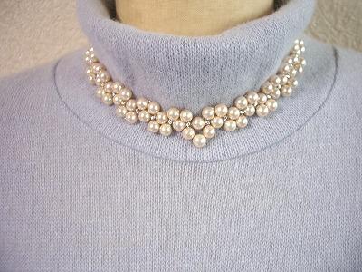 編みこみV型ネック6mm珠