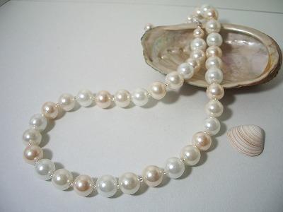 10珠クリーミーネックレス